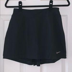 Black Nike active skirt
